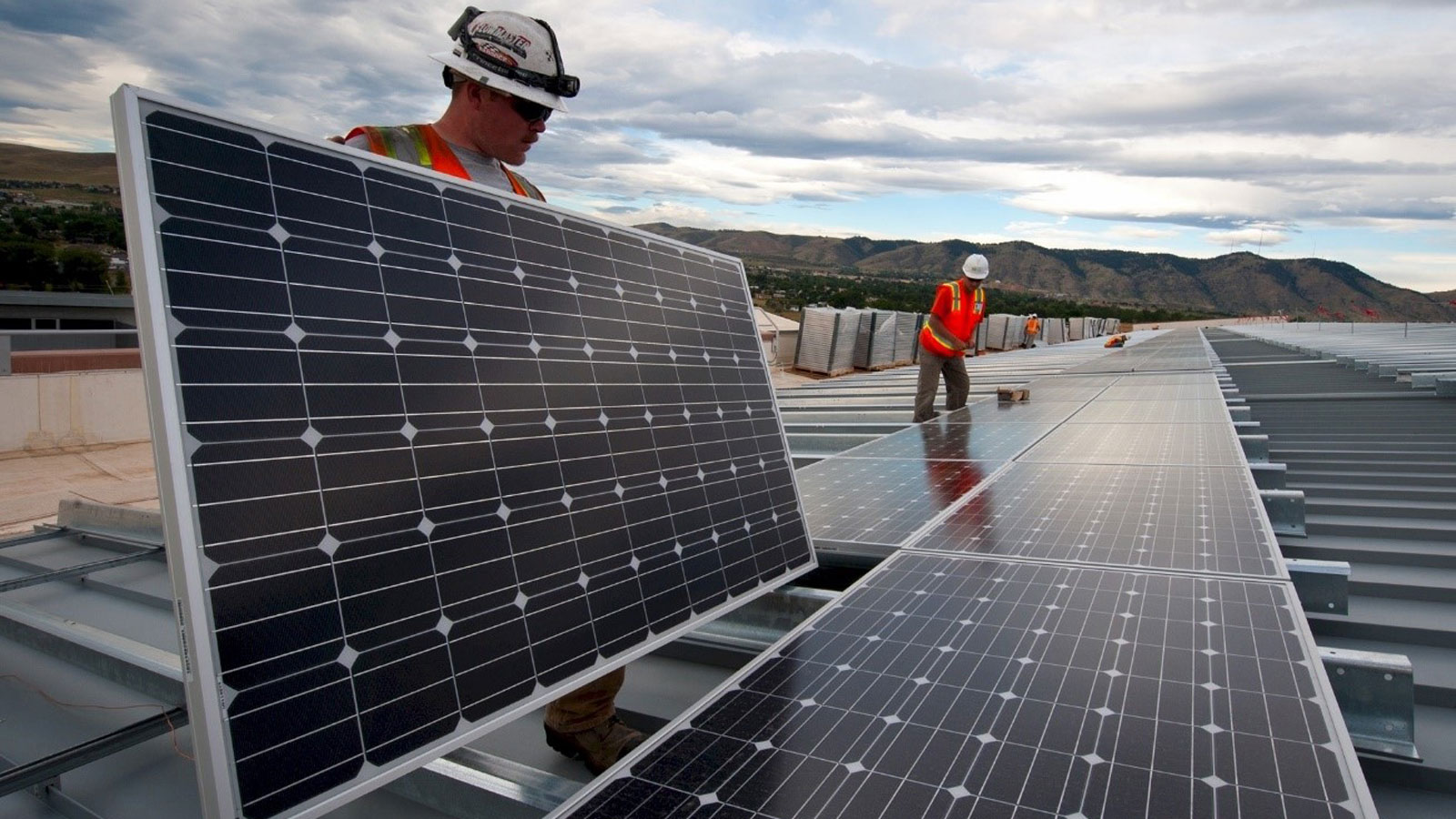 "<h3>SOLAR ENERGY</h3><h5>America produces over <span class=""slideshowHighlight"">40 times more solar power</span> than it did in 2009, enough to power more than 9 million average American homes.</h5>"
